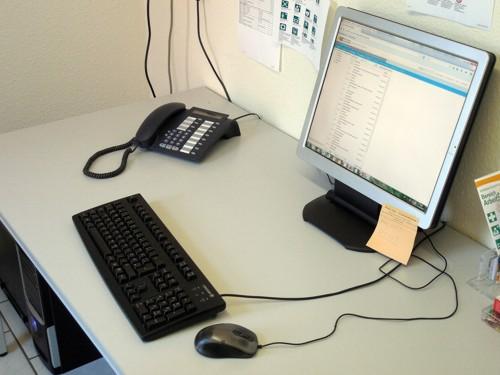 számítógép asztal a kereskedelemhez